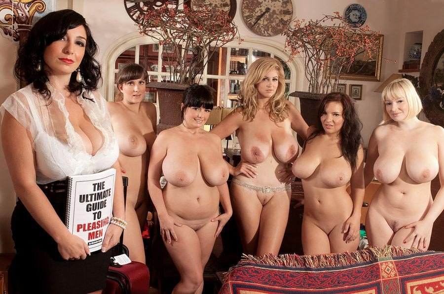 Retro porn pics in busty natural vintage girls showing the goodies